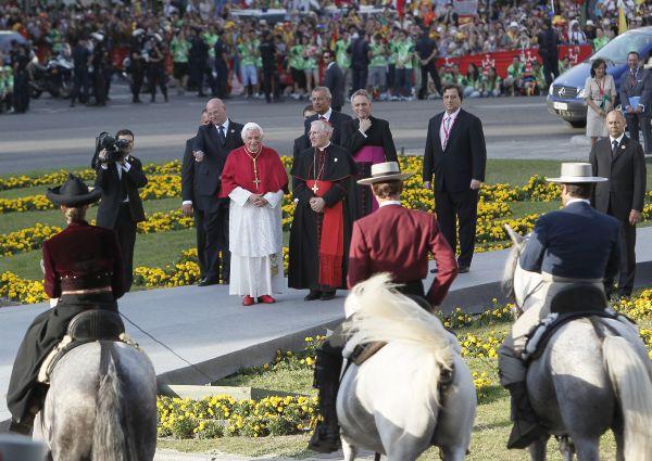 montaje de eventos. Visita Papa Madrid Puerta de Alcala 01