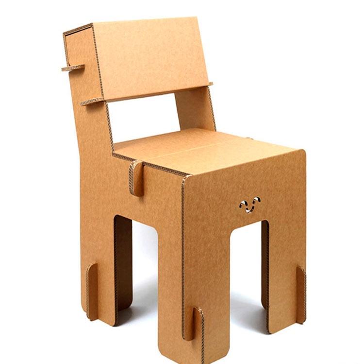 stand cartón silla