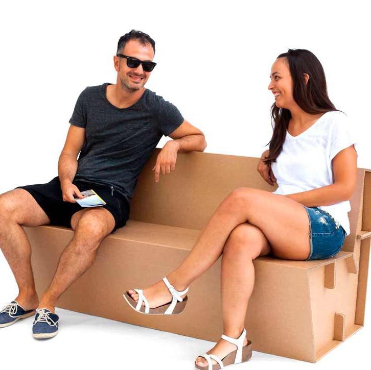 stand cartón banco sentarse